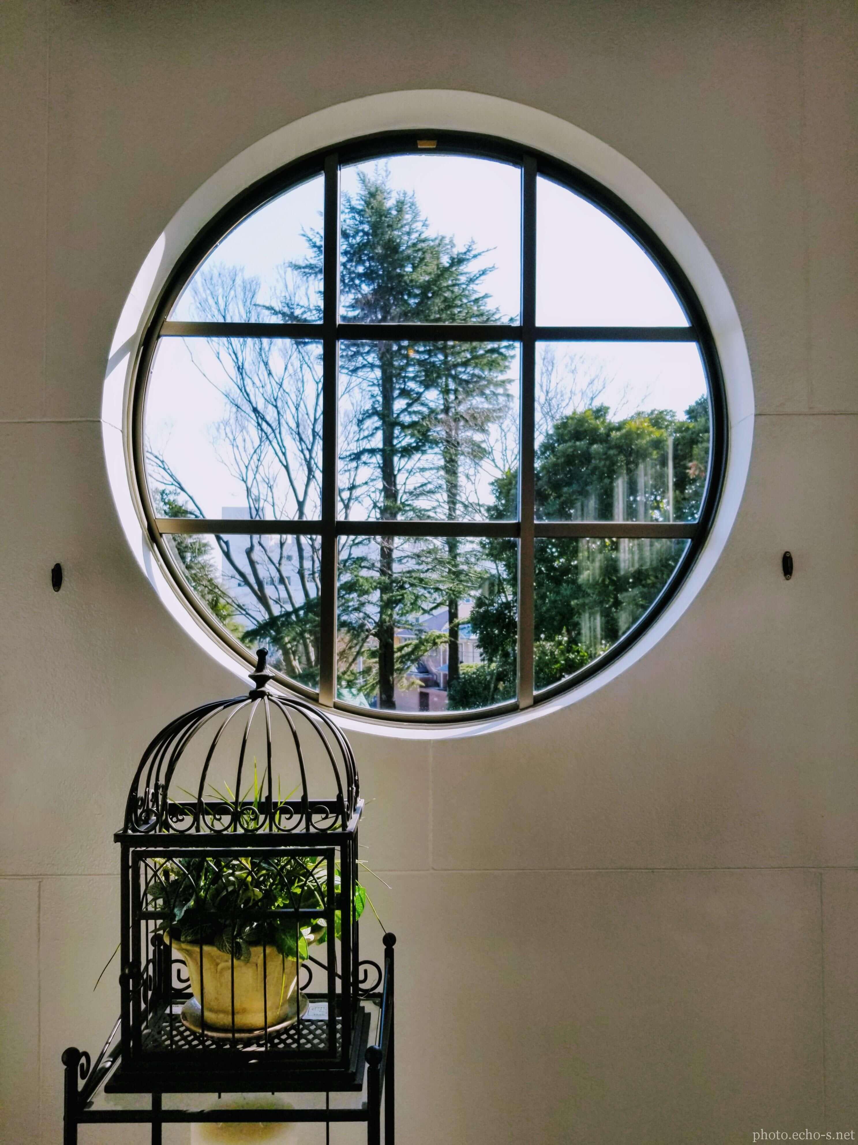 横浜 山手 横浜市イギリス館 休憩室 丸窓