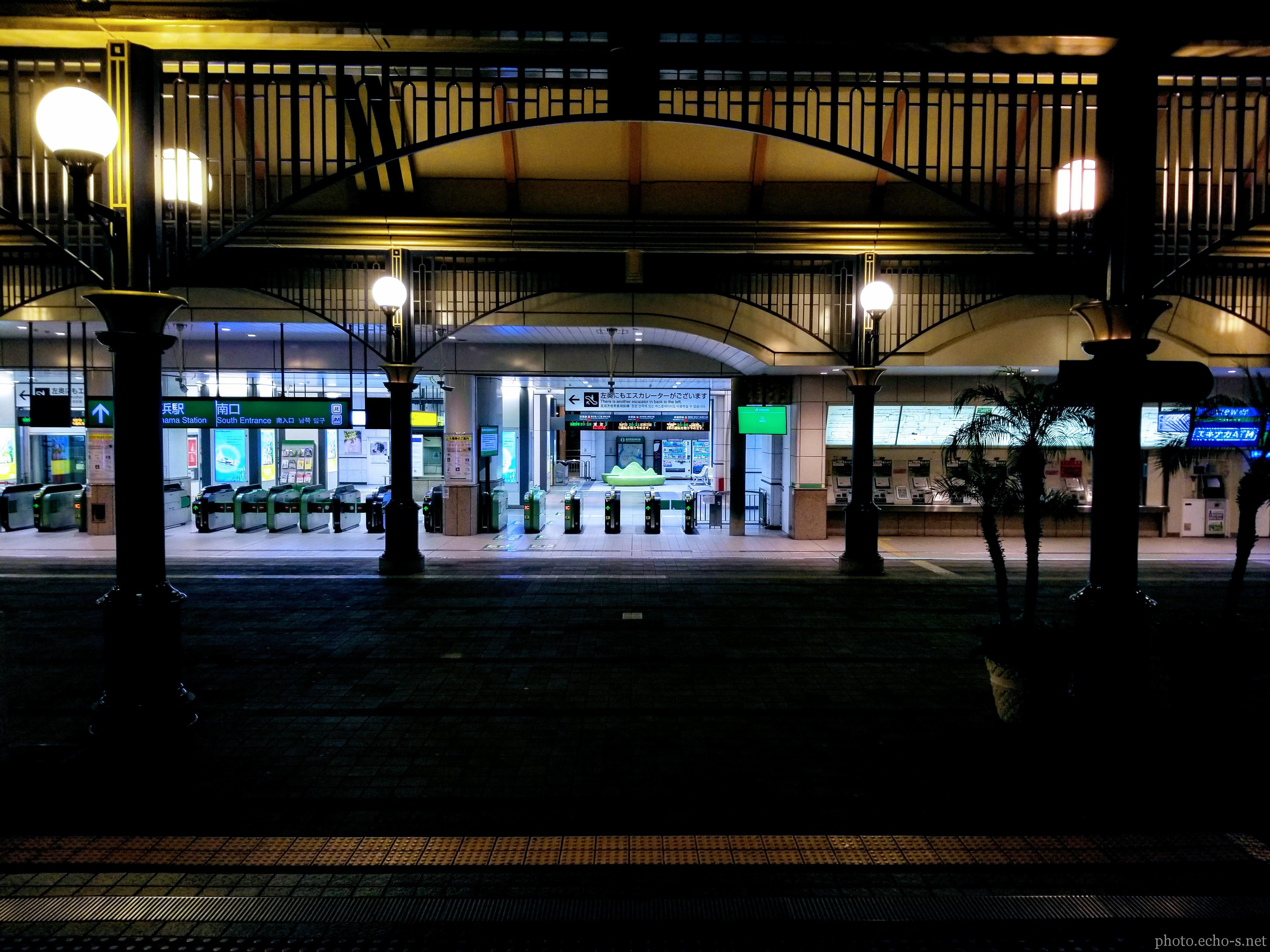 舞浜駅 南口 改札 夜