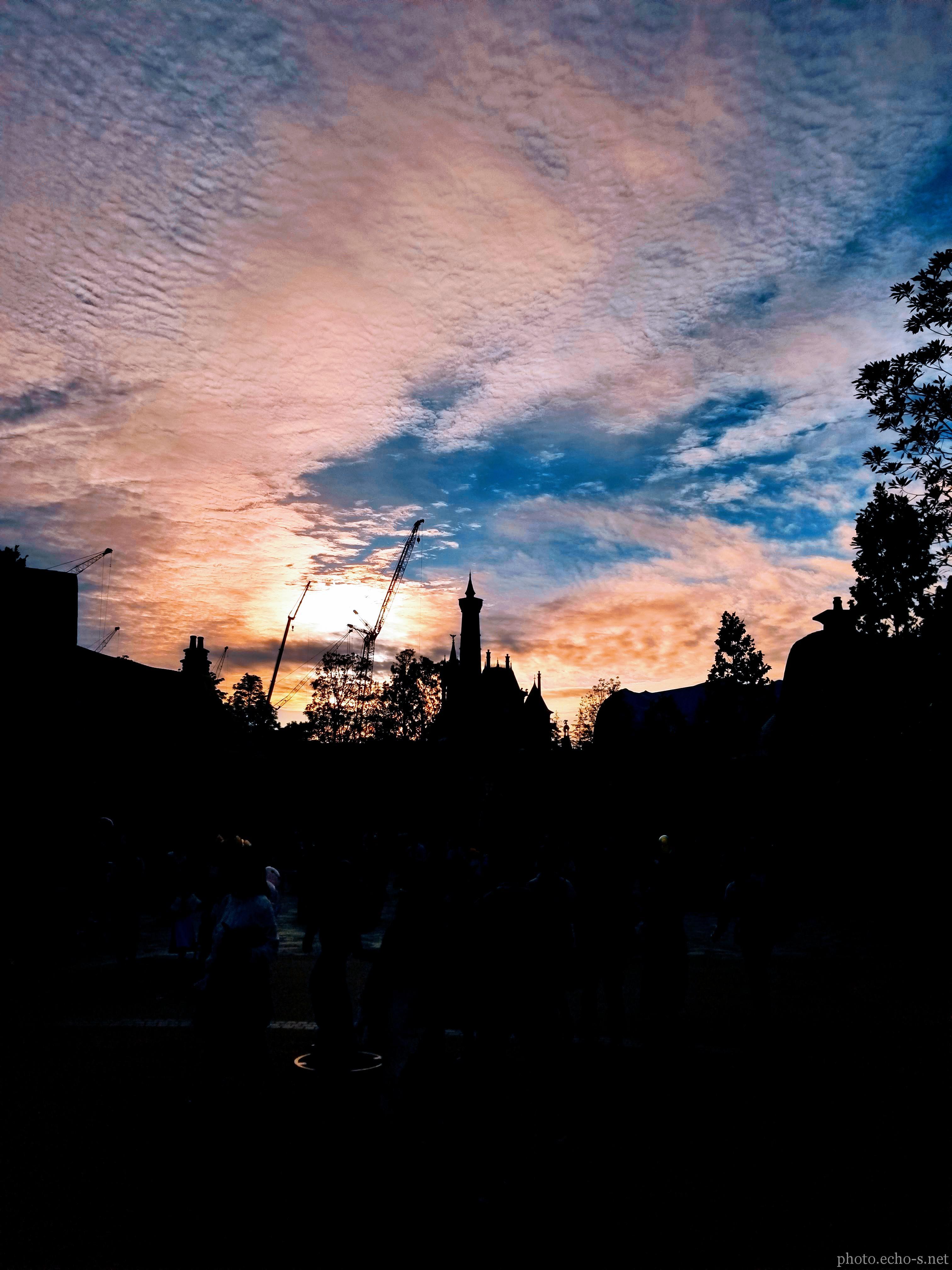東京ディズニーランド ニューファンタジーランド 美女と野獣の城 夕方