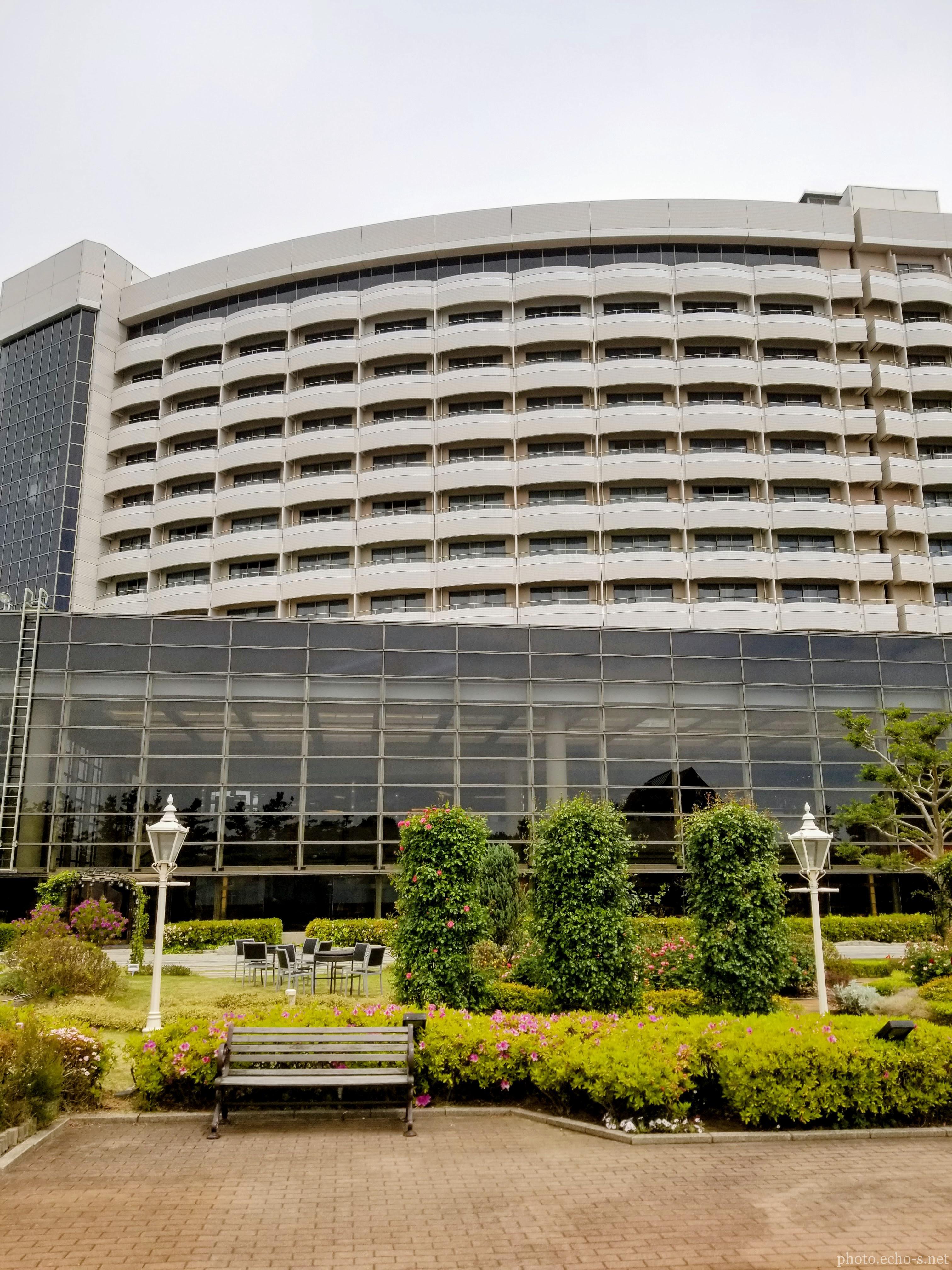 舞浜 シェラトン・グランデ・トーキョーベイ・ホテル シェラトンガーデン ベンチ